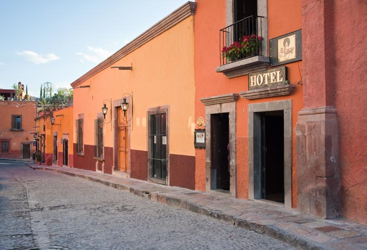 Cobblestone streets, cleanliness and color in San Miguel de Allende