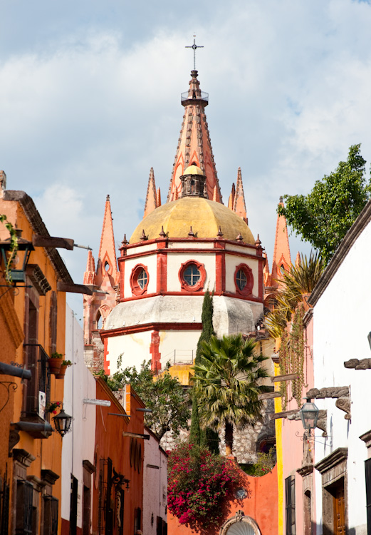 Behind La Parroquia along Calle Aldama.