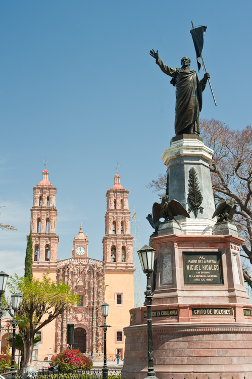The statue of Father Hidalgo with his parrish church behind, stands proudly at the center of Dolores Hidalgo's main plaza.